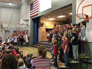 5th graders sing to veterans.