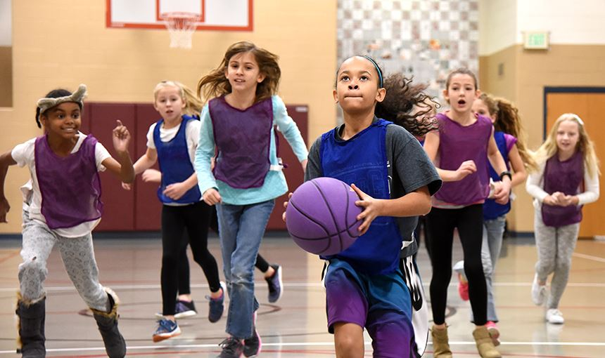 MRES students play basketball Dec. 1