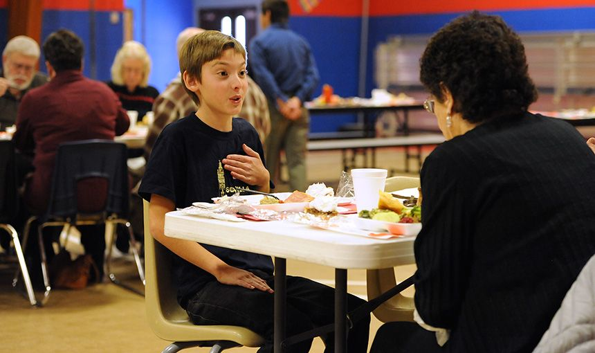 Seniors, Students Gather for Thanksgiving Feast
