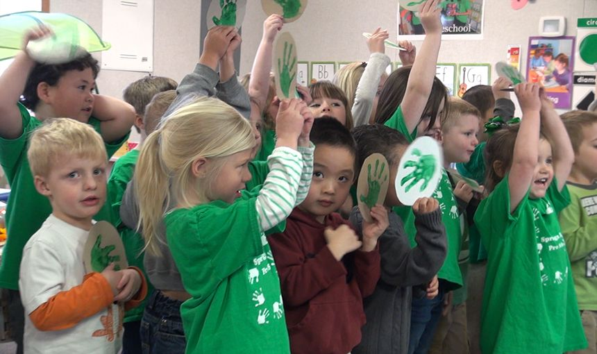 SRES Preschool Students Learn to Recycle