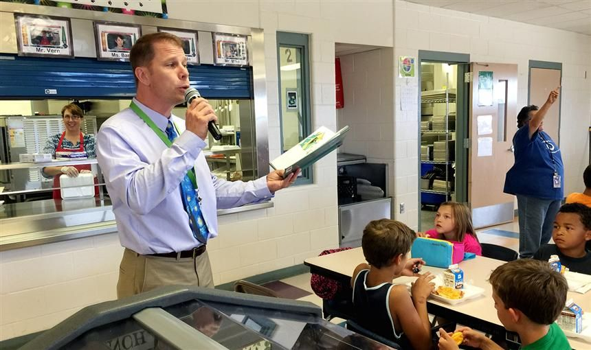 Kim Kyner, SRES principal, reads to students during lunch August 10.